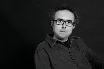 Ángel Gracia gana el XXXI premio Santa Isabel de poesía de la Diputación de   Zaragoza por 'Larga noche de las apariciones'