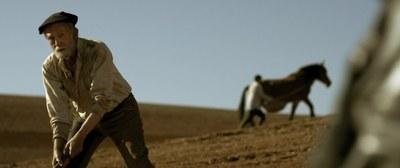 El director Sergio Duce estrena este sábado el corto 'La tierra muerta', producido con el apoyo de la Diputación de Zaragoza
