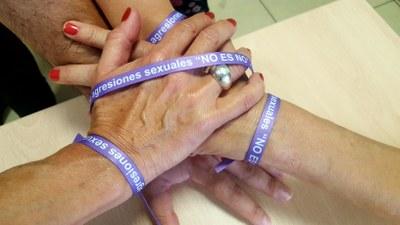 La Diputación de Zaragoza ya ha distribuido 60.000 pulseras contra las agresiones sexuales entre los municipios de la provincia