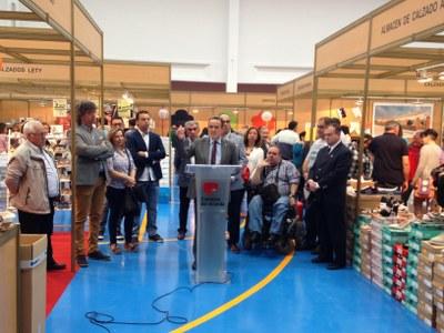 Sánchez Quero destaca en la feria Expo Calzado de Brea la importancia del empleo para frenar la despoblación