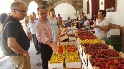 Sánchez Quero y Fernando Gimeno, en la X Feria de la cereza de El Frasno